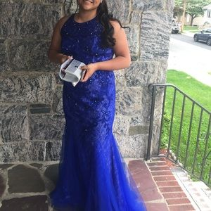 Gorgeous electric Blue Gown long some bids